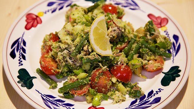 Makreel-aardappelsalade met korianderpesto - recept | 24Kitchen