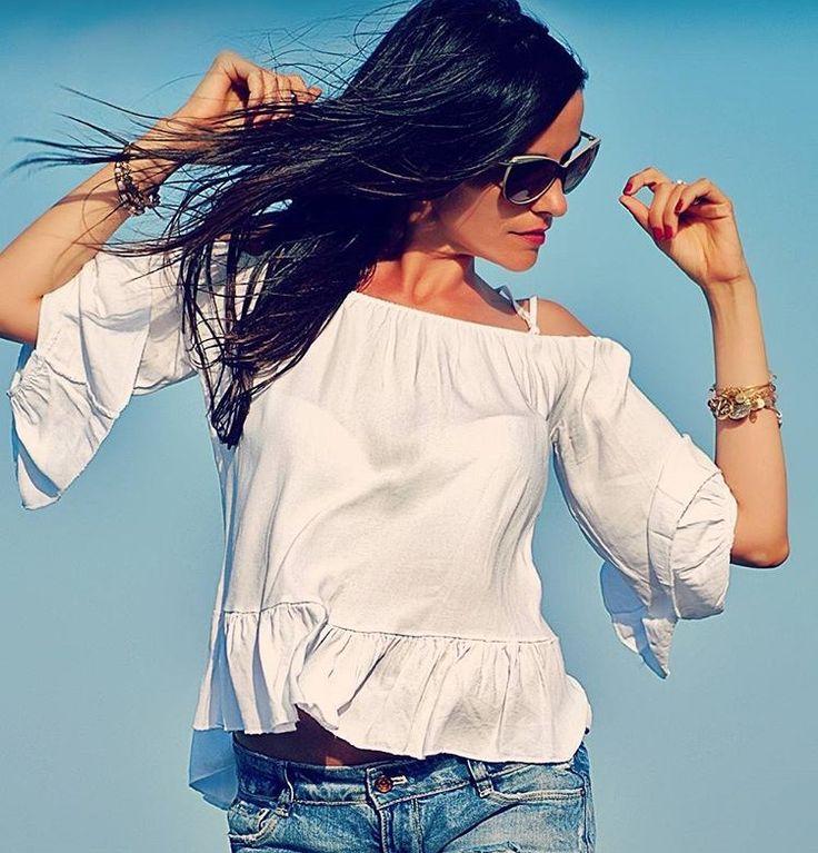 El cautivador off the shoulders se adueña de la Summer Collection. Toma nota del estilismo de @anatorresmodel  #summer #outfit #look #offtheshoulder #tendencia #trendy #estilo #style #outfitoftheday #verano #estilismo #florencia #barcelona #shopping #newbrand #newin #blusa #whitelook #shop #inspirationstyle