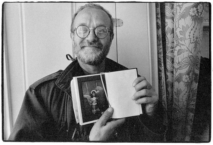 2. II. 1993 - JOSEF KOUDELKA IS SHOWING ME HIS DAUGHTER
