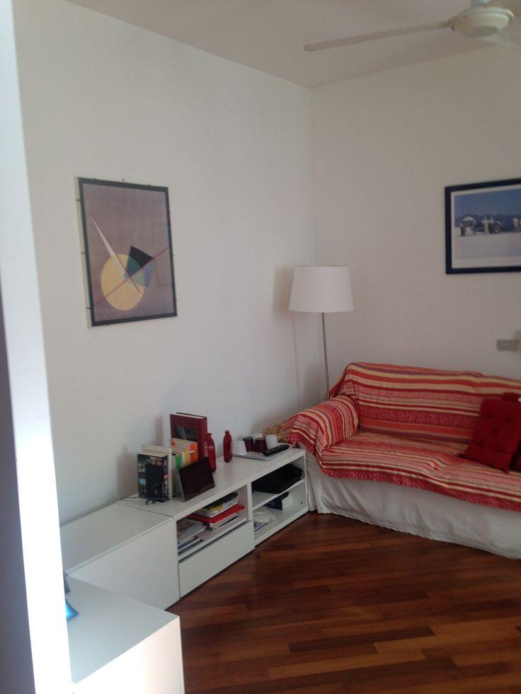 Via Cellini - zona Cinque Giornate. Bilocale arredato di circa 45-50mq con soggiorno con divano letto, cucina a vista completamente nuova, camera matrimoniale e bagno con finestra. Ultimo di 4 piani. http://www.bimoimmobili.it/Immobile/Via-Cellini-402.html