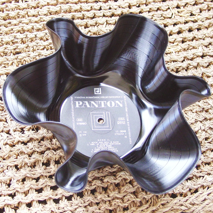 DIY Vinyl Record bowl Such a cute idea for a rock star birthday party. Absolutely doing this for birthday number 6 for the boys. :)