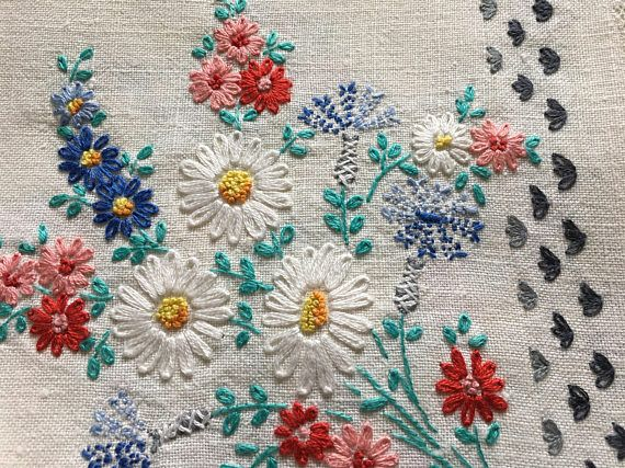 Vintage Linen Tablecloth with Napkins/Hand Embroidered