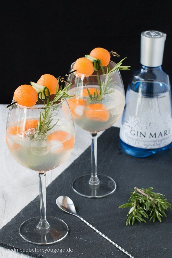Gin & Tonic mit Gin Mare, Melone und Gurke Rezept Drink Feed me up before you go-go #gindrinks