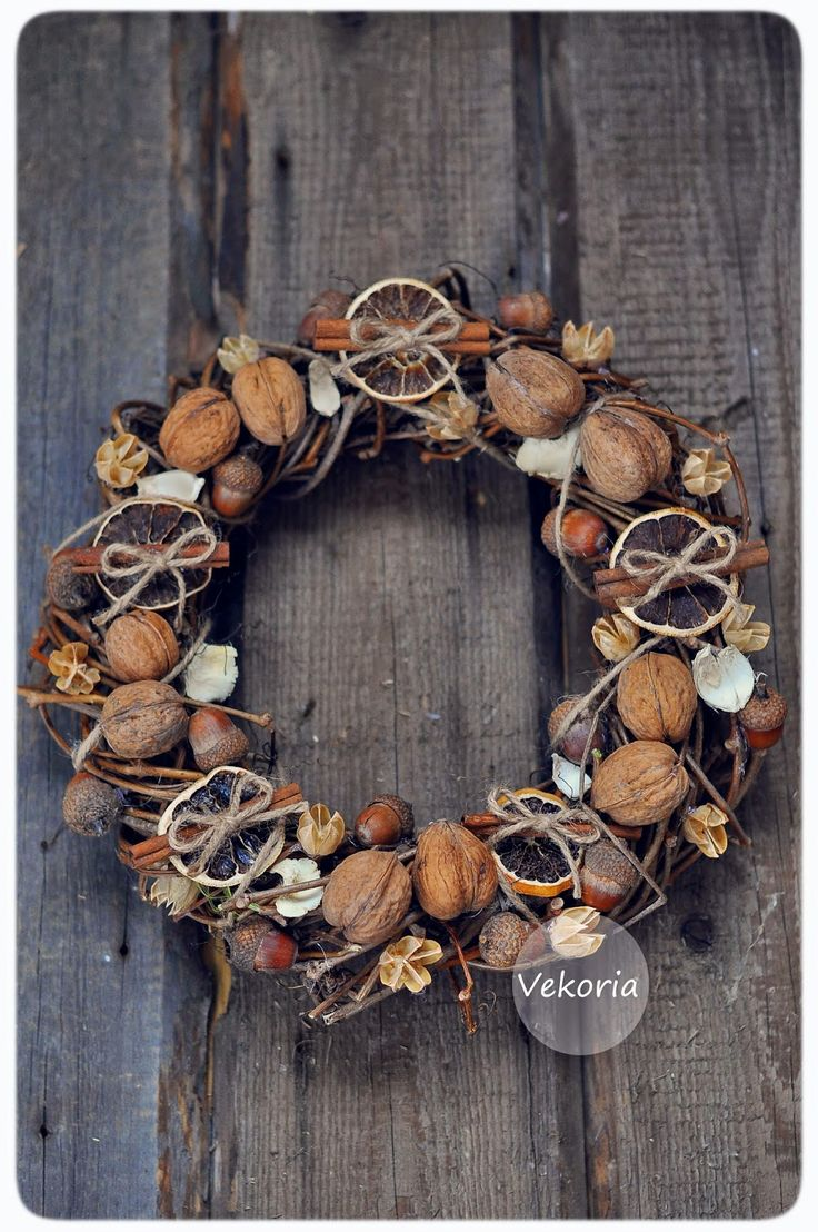 Winter wreath. Site is in Russian but goggle translate works! Loads of inspiration for diy decor and crafts