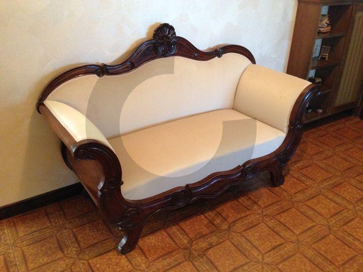 Restauro e rivestimento divanetto antico. - www.cegidsas.it -