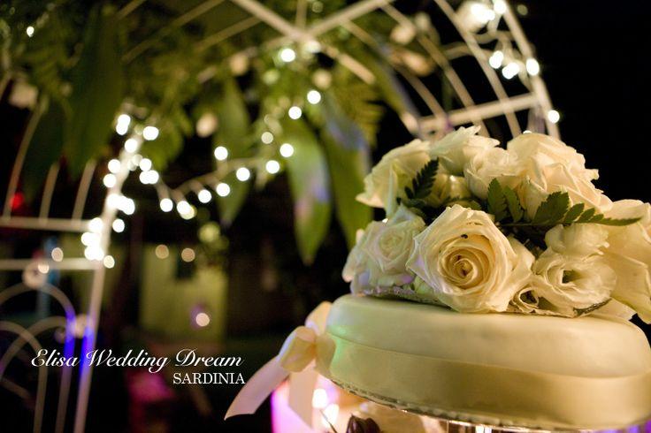 Wedding Cake| Wedding Planner Sardegna http://elisaweddingdream.blogspot.it/2012/12/real-wedding-sonia-e-pierpaolo.html