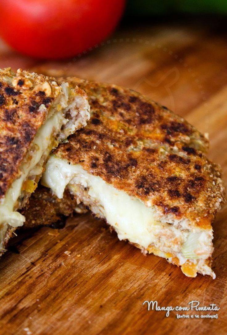 Hambúrguer de Couve-Flor Vegetariano {Receitas do Bem}, para ver receita, clique na imagem para ir ao Manga com Pimenta.