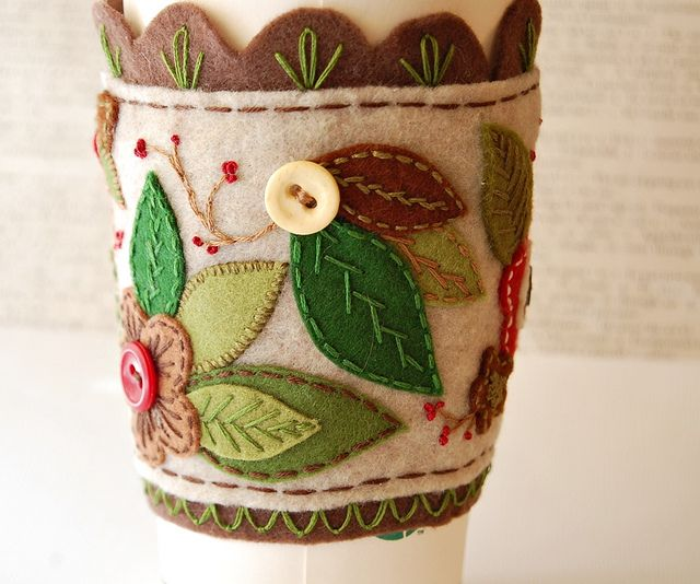 felt Coffee Mug Cozy - so pretty!! mmmm.... I like the look of the leaves.