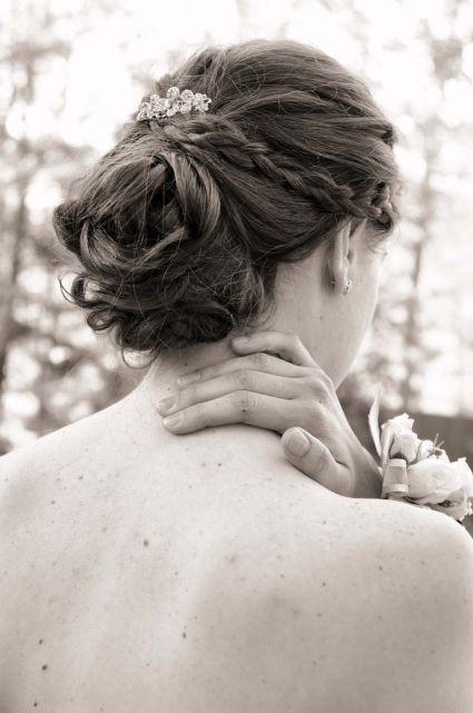 Coiffures de mariée pour 2015: chignons bas et cheveux délicatement relevés [Photos]