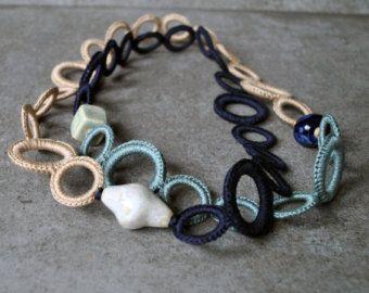 Collana in cotone nero con perle in di AliquidTextileJewels
