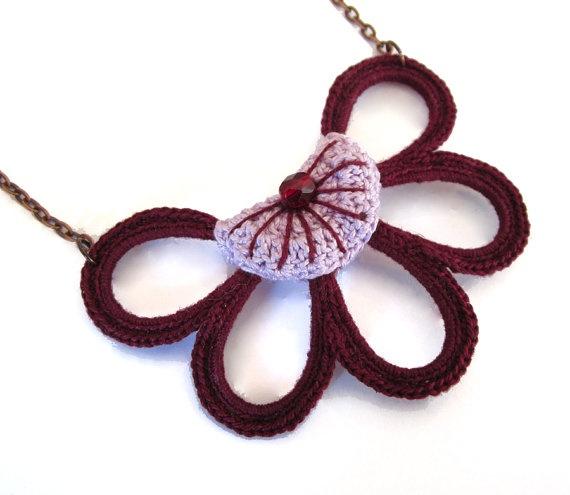 Symmetric and rigid half flower necklace by GiadaCortellini, €19.00