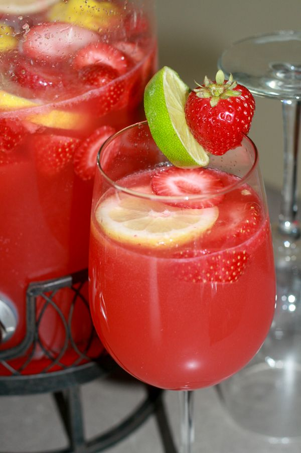 Best 25 fruity alcoholic drinks ideas on pinterest for Easy fruity mixed drinks