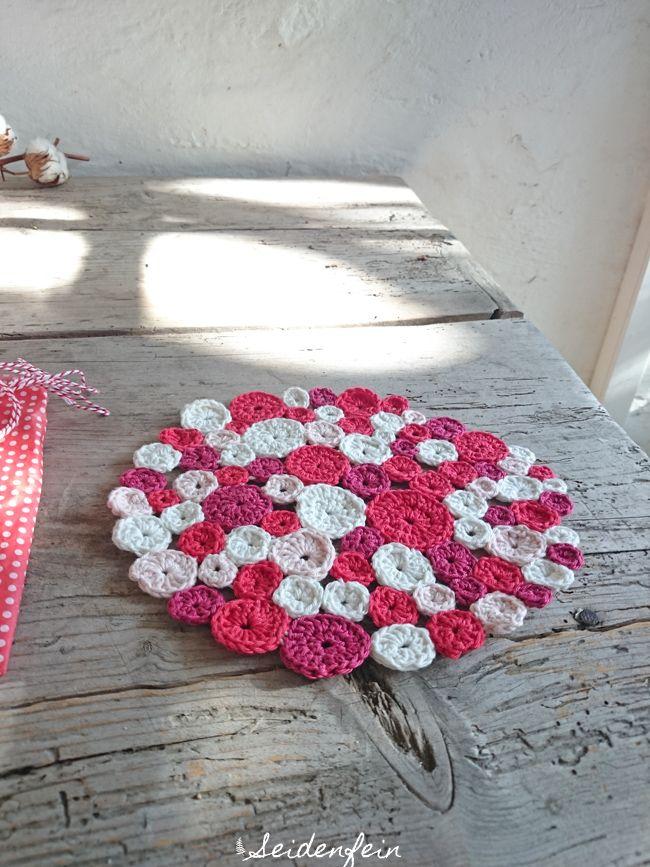 seidenfeins Blog vom schönen Landleben: Pünktchen Untersetzer * crochet dot coaster