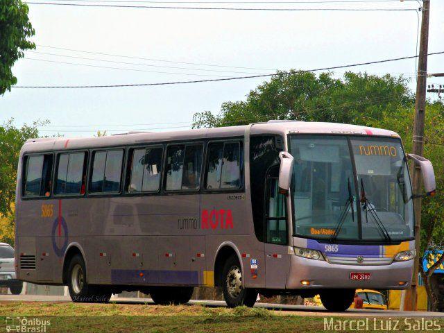 Ônibus da empresa Rota Transportes Rodoviários, carro 5865, carroceria Busscar Vissta Buss LO, chassi Mercedes-Benz O-500R. Foto na cidade de Porto Seguro-BA por Marcel Luiz Sales, publicada em 02/04/2015 16:53:23.