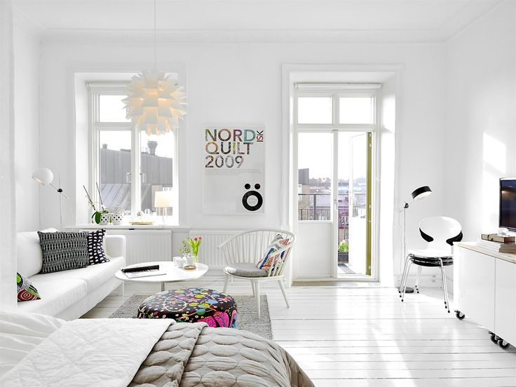 Inspiring Homes: Endless White. Studio homes, studio apartment, how to decorate, save space. Make good use of small space.