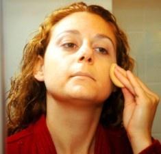 Pękają Ci naczynka? Dowiedz się jak pielęgnować skórę naczynkową.
