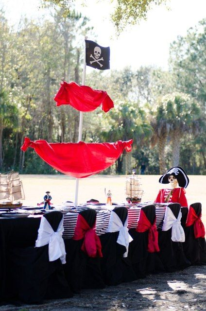How cool is this to set up a fake pirate at the table. Love it!  Pirate Party #pirate #party