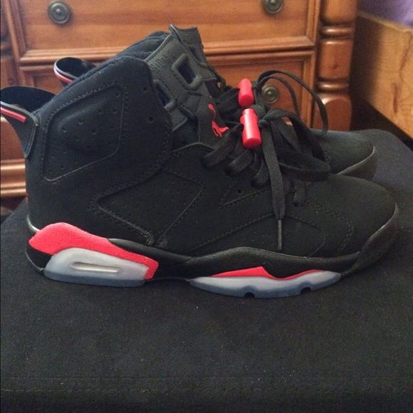 Jordan 6 worn 3 times , condition still look brand new. size 7 , (will  trade for size Jordan Shoes