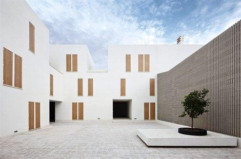 View of the courtyard of the Sa Pobla Social Housing. Photo: José Hevia