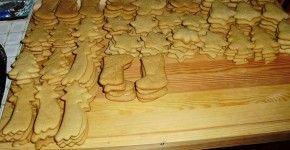 Duplán baconös karajszeletek zöld fűszeres mackósajttal töltve Hozzávalók: • 4 nagyobb szelet karaj...