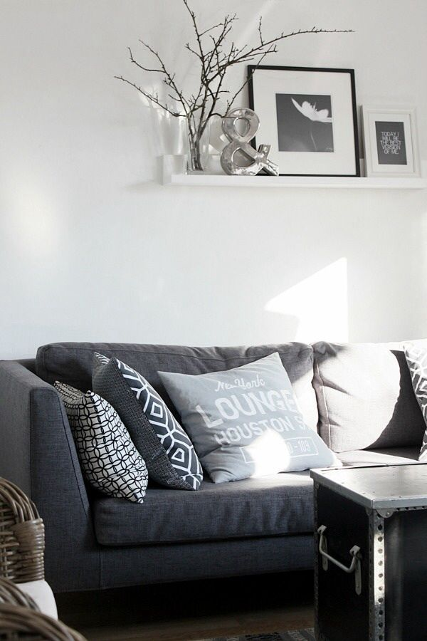 25 beste idee n over grijze kussens op pinterest college slaapkamer decor chique beddengoed - Binnenkleuren met witte muur ...