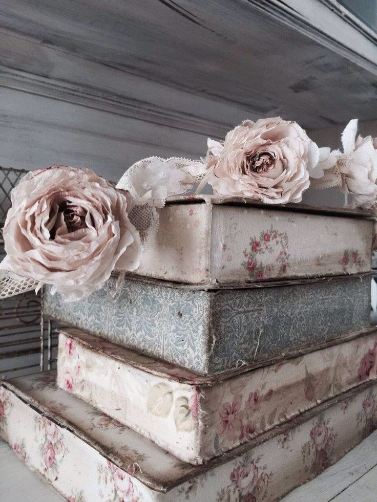 Shabby Chic Pillow Boxes : 280 best images about Boxes boutis and pillows on Pinterest Vintage fabrics, Shabby chic and ...