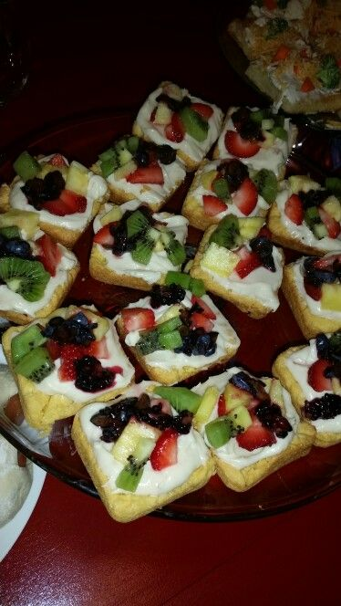 Mini fruit pizza, pampered chef brownie pan, party snack, so delicious.