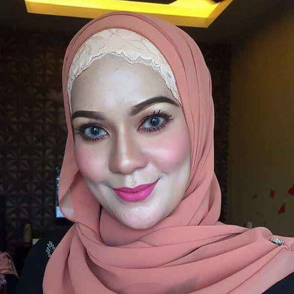 Done!! Makeup free for raya, menang contest hrtu...by mua cantik manis,kecik molek Nads Nadhira...serius makeup si cantik nieyh mmg awesome...gila cantik kot hr ni semua puji memuji ceQ kikiki...(perasan sat nohh) :-P Sspa yg nk makeup blh pm si cantik ni n hampa p pm kaihh owner2 produk kt bwh tu :-) :-) Makeup base by mackinz serum Ekyn Rosnyy  Sam hd Foundation  by Samcitys DTouch  Mattelip @leandracosmetic by @mona_hamon  #MatteLip #muaperak #muamalaysia #muapenang #mua #muautara…