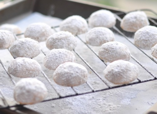 Wedding Cookies aka Russian Tea Cookies! (recipe) #white #food_drink obviously these will be at my wedding.