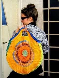 Crochet Round Bag Idea good for summer trips! I want ONE!