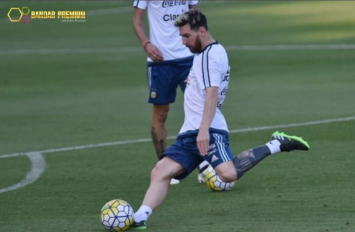 Agen Bola - Messi kejutkan publik dengan tato baru miliknya pada saat sesi latihan bersama timnas Argentina. Selengkapnya http://linktrack.info/bp_cs2_pintinfo