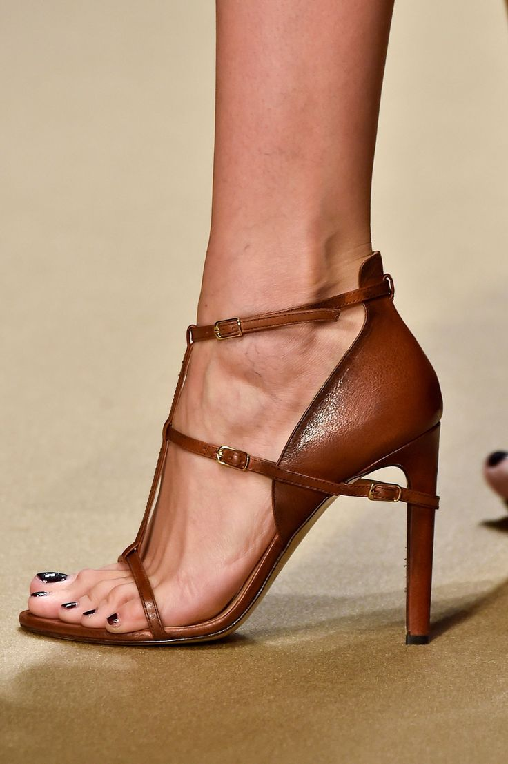 69 details photos of Guy Laroche at Paris Fashion Week Spring 2015.