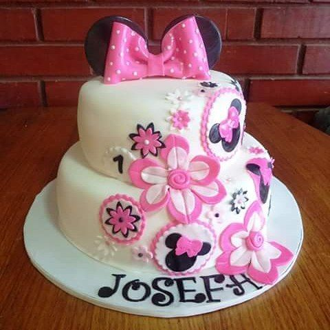 #Minnie #fondant #flower #cake by Volován Productos  #floral_Minnie #instacake #Chile #puq #VolovanProductos #Cakes #Cakestagram #SweetCake