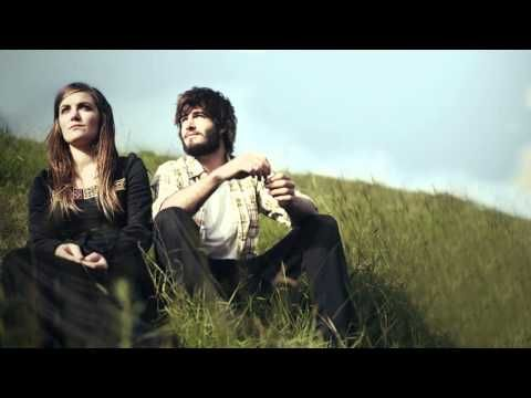 ▶ Angus & Julia Stone - Bella lyrics - YouTube