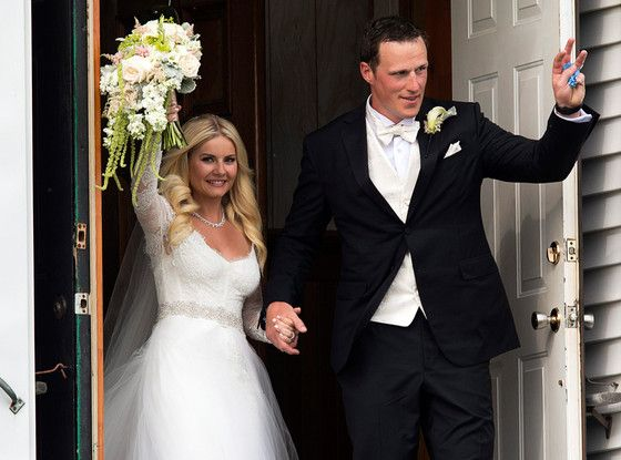 "When Elisha Cuthbert said ""I do"" to her hockey star beau Dion Phaneauf, she did so in a gorgeous gown that could have come straight out of a fairy tale!"