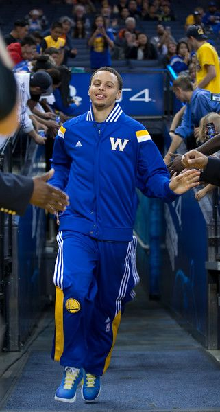 Description of . Golden State Warriors' Stephen Curry leads his team onto the court before an NBA basketball game against the Los Angeles Lakers, Monday, March 16, 2015, at Oracle Arena in Oakland, Calif. (D. Ross Cameron/Bay Area News Group)
