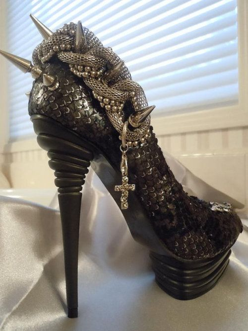 AMAZING snake spike #heels #shoes