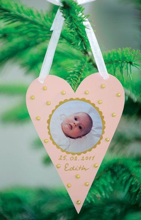 Lav et sødt hjerte med den lille ny lige til at hænge på juletræet.