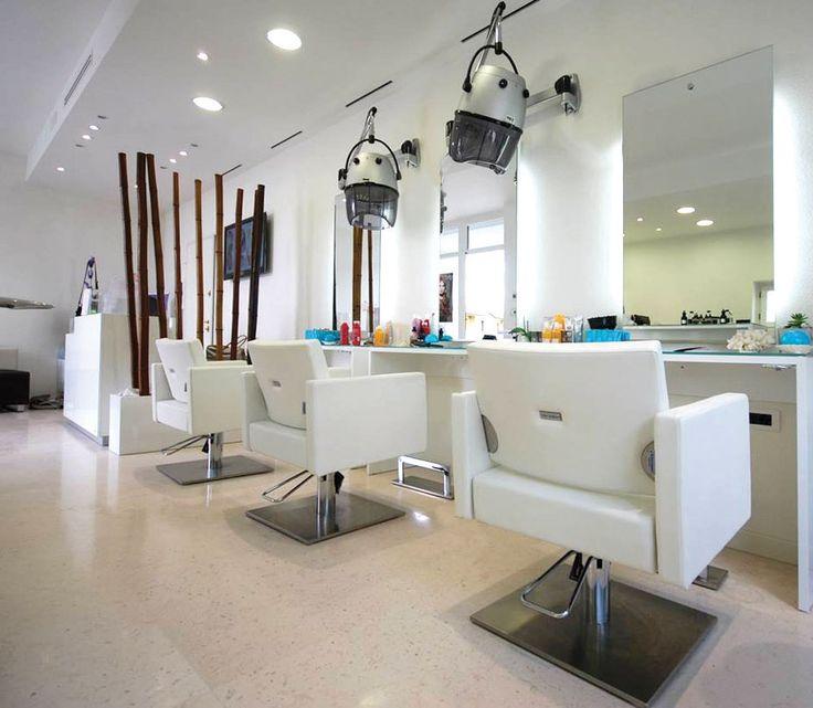 Oltre 25 fantastiche idee su saloni di parrucchieri su for Arredamento per parrucchieri