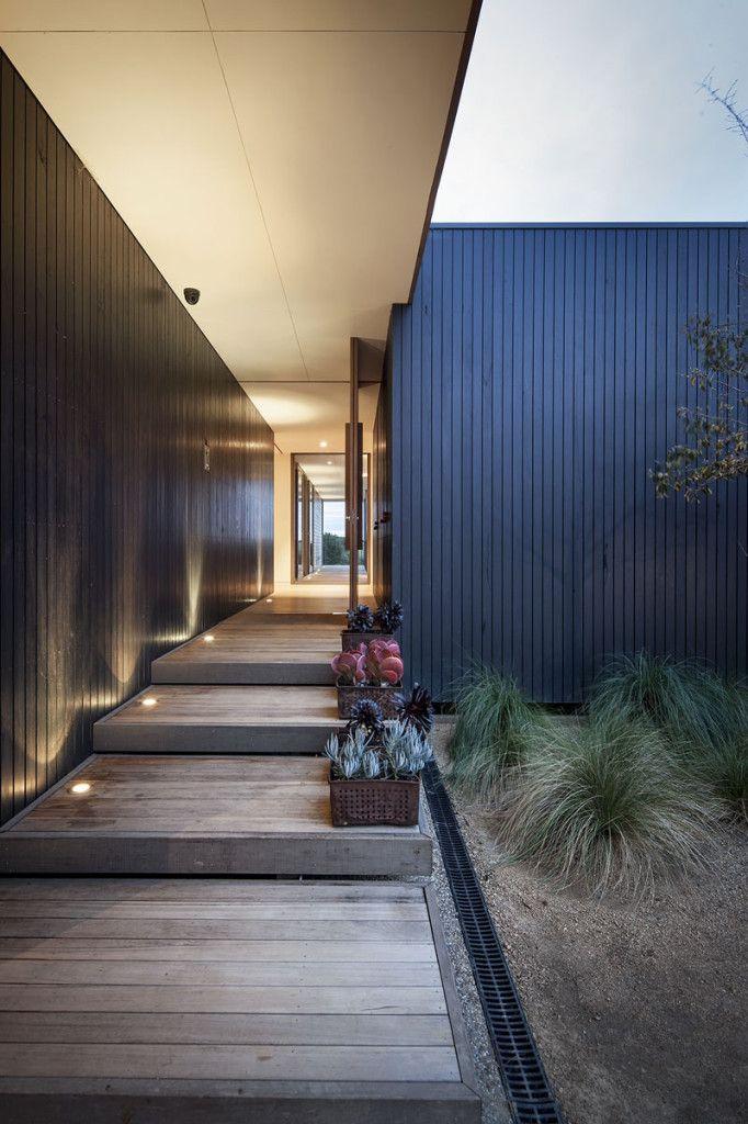 Contemporary Resort House:Backyard Design With Minimalist Garden Decoration Ideas