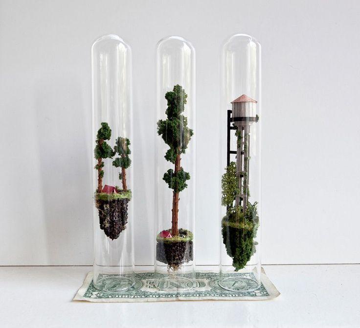 Este artista crea mundos miniatura que flotan dentro de tubos de ensayo