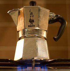 La moka è la caffettiera più famosa, ideata da Alfonso Bialetti nel 1933 e prodotta a partire dal 1946. Si tratta di un prodotto di disegno industriale italiano famoso in tutto il mondo, è presente nella collezione permanente del Triennale Design Museum di Milano e del MoMA di New York. È la caffettiera più in voga, utilizzata anche ai giorni nostri.