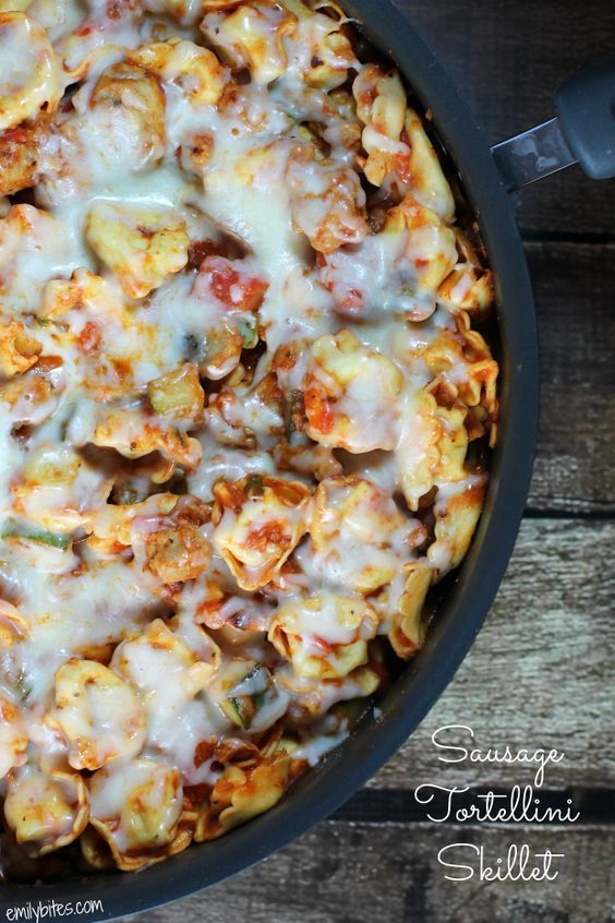This hearty, tasty Sausage Tortellini Skillet is a one pan meal that is packed with veggies and comes in at just under 300 calories a serving or just 8 Weight Watchers points!