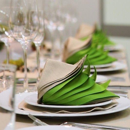En skikkelig tøff serviettbretting. Grønt og beige.