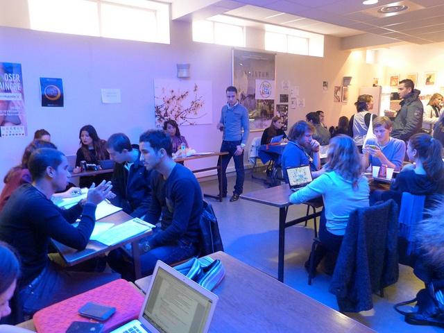 Speed Recruting des membres associations à la cafétaria du MBA ESG le 29/10/12