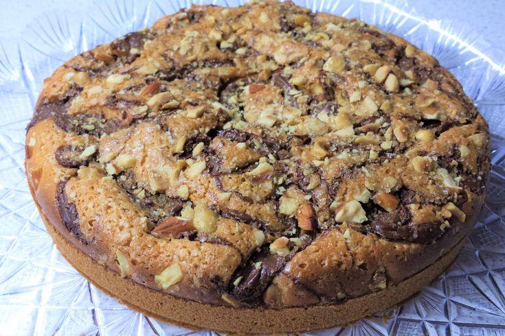 La torta con nutella, granella di nocciole e mandorle è una torta molto semplice da preparare ma dal sapore intenso e dalle tante consistenze. Ecco la ricetta ed alcuni consigli