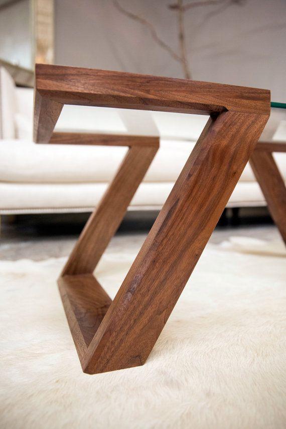 La Table basse Evans est la pierre angulaire de notre Collection Evans. À la main, fabriquée à partir de noyer noir massif, la table est finie avec 5 couches à la main-frotté de notre mélange unique/vernis à l'huile qui ouvre la beauté naturelle du grain. Caractéristique la plus attrayante de la table est la 3/8 surface en verre épais « flottants », conçue pour lui donner un équilibre visuel parfait pour compléter ses environs. Comme chaque espace de vie a son propre des éléments u...