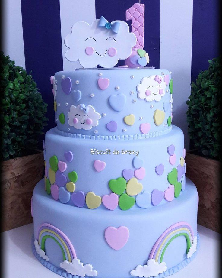 """Biscuitda Grazy on Instagram: """"Bolo Cenográfico Chuva de Amor ☔☁❣ #bolocenografico  #bolochuvadeamor #bolonuvem #bolodebiscuit #cakefake #cake #festascriativas…"""""""