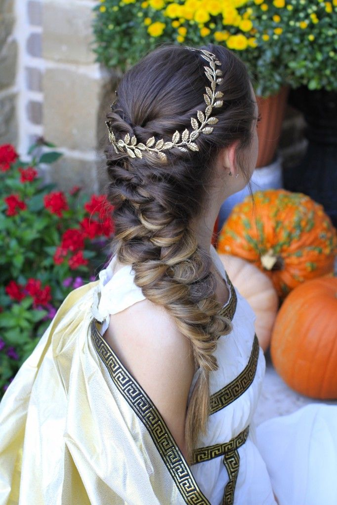 One of my fav braids of all time. So easy! Would be excellent for prom, homecoming, bridesmaids, wedding, or even Greek Goddess Hair.