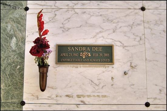 famous graves | Famous Graves / Sandra Dee